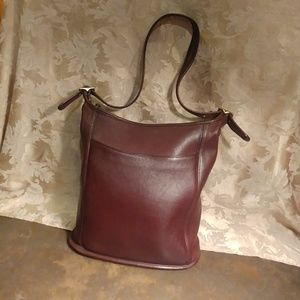 Classic Coach Brown Leather Shoulderbag.